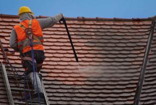 Czyszczenie dachówek, czyli jak zadbać o dach?