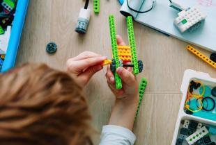 Jakie korzyści dają dziecku zajęcia z robotyki?