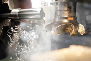 Na czym polega obróbka metali metodą frezowania?