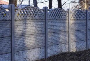 Dlaczego warto mieć na działce ogrodzenie betonowe?