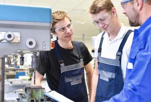Technologia CNC i jej wpływ na procesy obróbcze