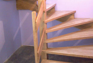 Jak pielęgnować drewniane schody lakierowane i olejowane?