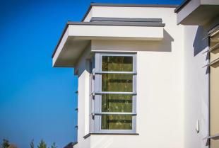 Czym wyróżniają się wysokiej klasy okna?