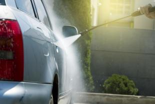 Jak dokładnie wyczyścić samochód myjką ciśnieniową?