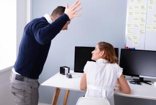 Jak poradzić sobie z mobbingiem w pracy?