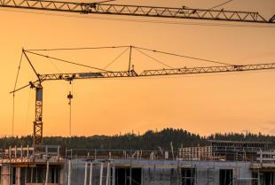 Usługi dźwigowe realizowane w branży budowlanej