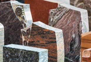 Jaki kamień najlepiej nada się do stworzenia nagrobka?