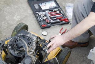 Jakie usługi wykonuje się w ramach serwisu maszyn ogrodniczych?