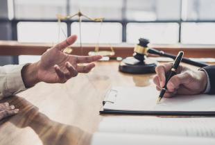 Dlaczego warto skorzystać z porady prawnej?