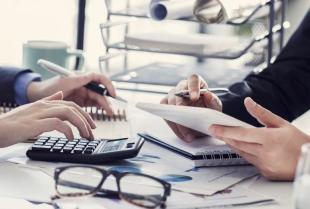 Jakie są największe zalety outsourcingu kadr i płac?