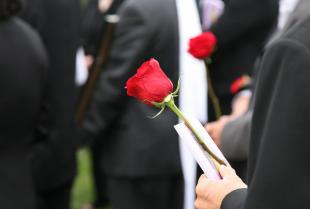 Śmierć bliskiej osoby – co zrobić w pierwszej kolejności?