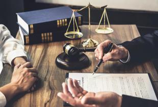 Umowa przedwstępna – czy warto zawrzeć ją u notariusza?