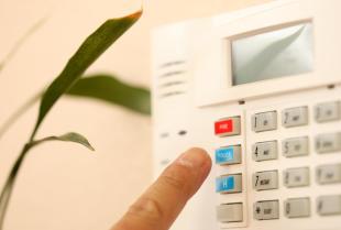 Czy alarm i monitoring to dobre zabezpieczenie domu i posesji?