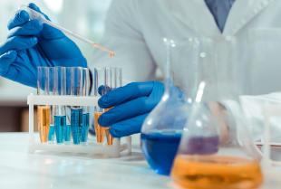 Jakie jest podstawowe wyposażenie laboratoryjne?