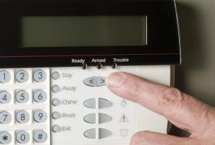 Dlaczego warto wybrać system alarmowy?