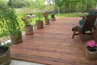 Dlaczego warto zdecydować się na drewniany taras?