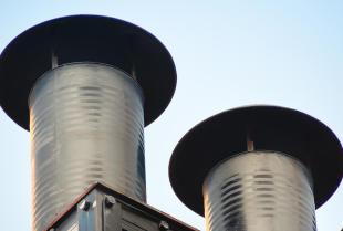 Zastosowanie tłumików drgań w stalowych kominach przemysłowych