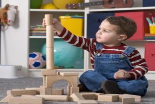 Drewniane zabawki i dodatki do pokoju dziecka
