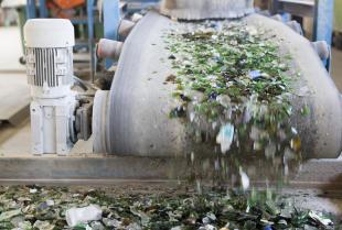 Na czym polega przeróbka surowców? Ponowne wykorzystanie odpadów