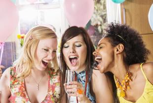 Jak zorganizować wystrzałową imprezę urodzinową?