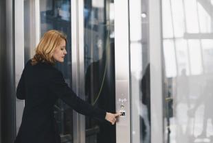 Najpopularniejsze rodzaje urządzeń dźwignicowych – miejsca wykorzystania wind