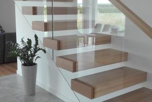 Czy nowoczesne schody półkowe sprawdzą się w Twoim domu?