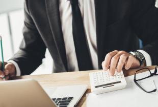 Dlaczego warto zlecić prowadzenie dokumentacji kadrowej firmie zewnętrznej?