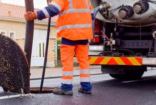 Czyszczenie kanalizacji – zalety i wady wszystkich metod