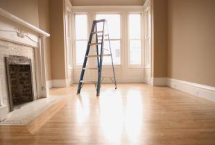 Podłoga z drewna czy panele – które rozwiązanie lepiej sprawdzi się w mieszkaniu?