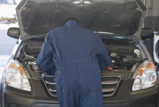 Szybkie ubywanie oleju silnikowego – przyczyny i zagrożenia