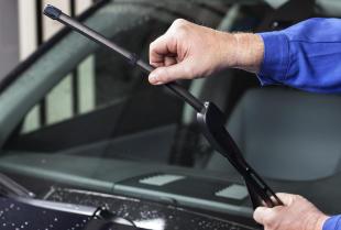 Wycieraczki samochodowe – na co zwrócić uwagę przy zakupie?