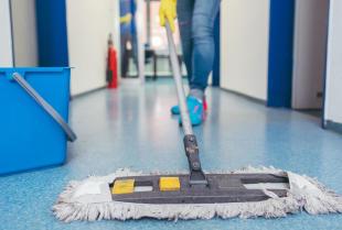 Sprzątanie powierzchni biurowych – z czego składa się ten rodzaj usług?