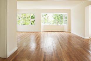 Remont salonu - jaką podłogę wybrać?