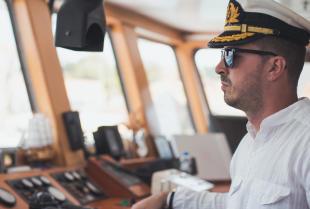 Jakie umiejętności i predyspozycje są wymagane do pracy na morzu?