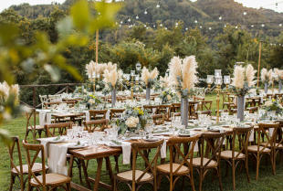 Jakie dekoracje ślubne się sprawdzą w plenerze?