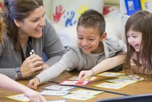 Przedszkole prywatne kontra publiczne – która placówka będzie lepsza dla malucha?