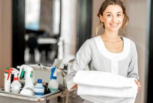 Jakie środki czystości są niezbędne przy sprzątaniu hoteli?