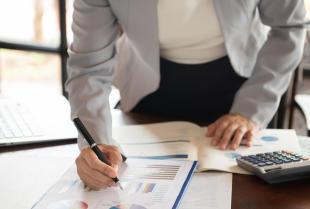 Jak wybrać odpowiednią firmę do prowadzenia rachunkowości?