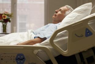 Łóżko rehabilitacyjne, czyli jak odciążyć chorego i jego opiekuna