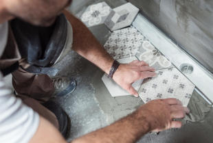 Remont domu - jak poprawnie układać płytki podłogowe?
