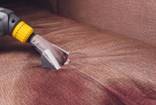 Czyszczenie tapicerki — sprawdzone sposoby