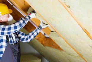 Czym wyróżniają się różne metody ocieplenia dachów?