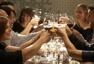 Impreza okolicznościowa – dlaczego warto zorganizować ją w restauracji?