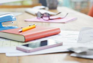 Jakie akcesoria biurowe przydadzą się do pracy zdalnej w domu?