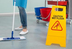 Czy warto zdecydować się na outsourcing usług sprzątania?