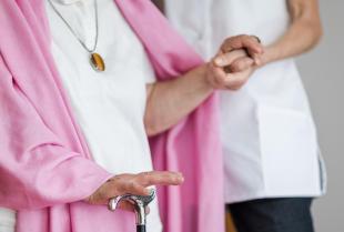 Na co zwrócić uwagę, wybierając dom opieki dla starszej osoby?
