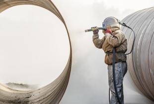 Śrutowanie stali, czyli metoda jej oczyszczania