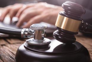 Kiedy błąd medyczny kieruje się na drogę karną?