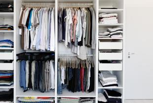 Dlaczego warto wybrać szafę wnękową na wymiar?