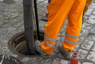 Czym jest i jak przebiega czyszczenie kanalizacji metodą WUKO?